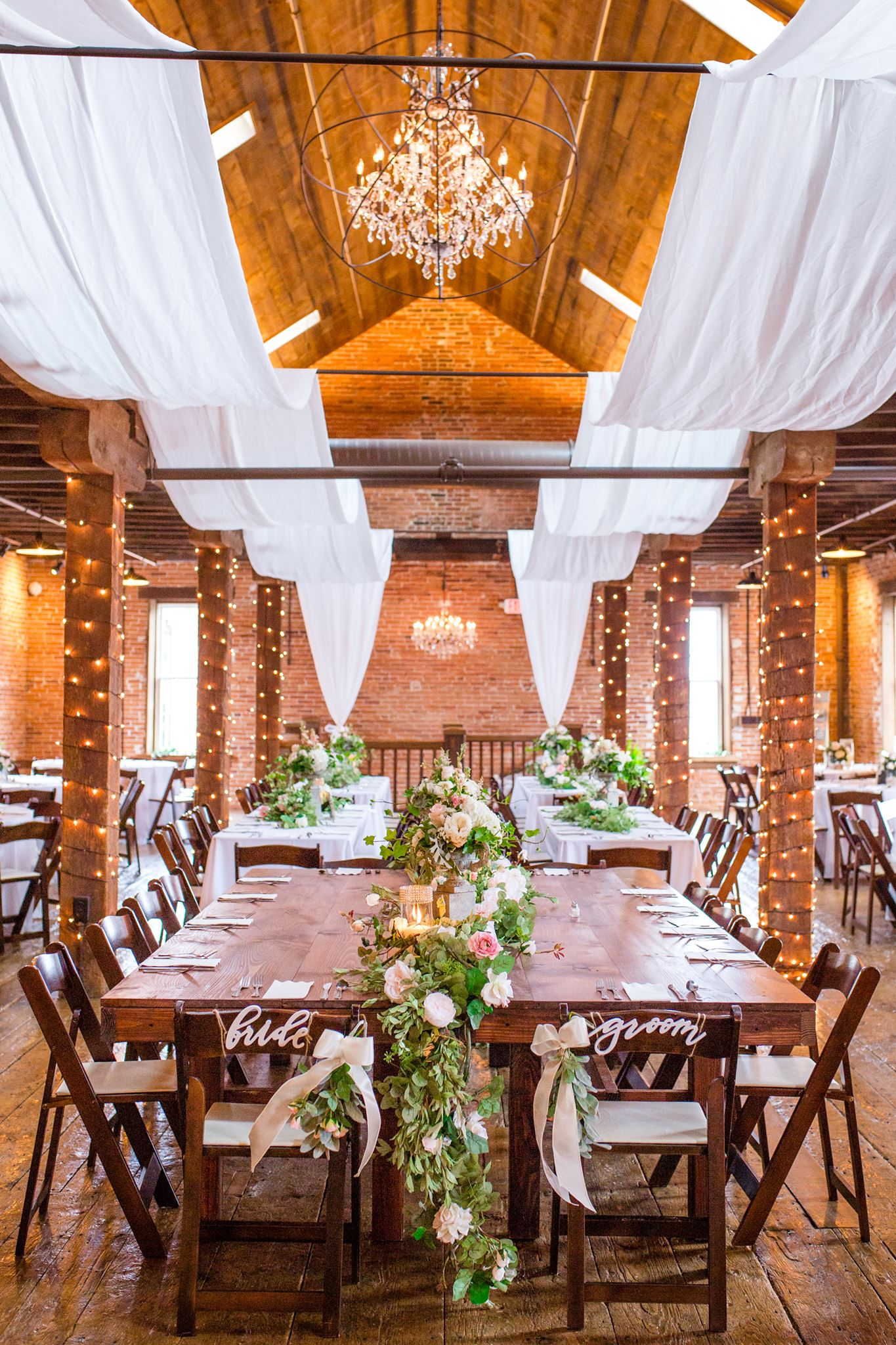Farm style table bench rentals in lancaster pa de md for Rent cocktail tables near me